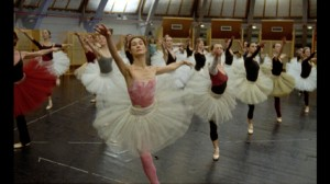 "Paris Opera Ballet rehearses Nureyev's Nutcracker in ""La Danse"""